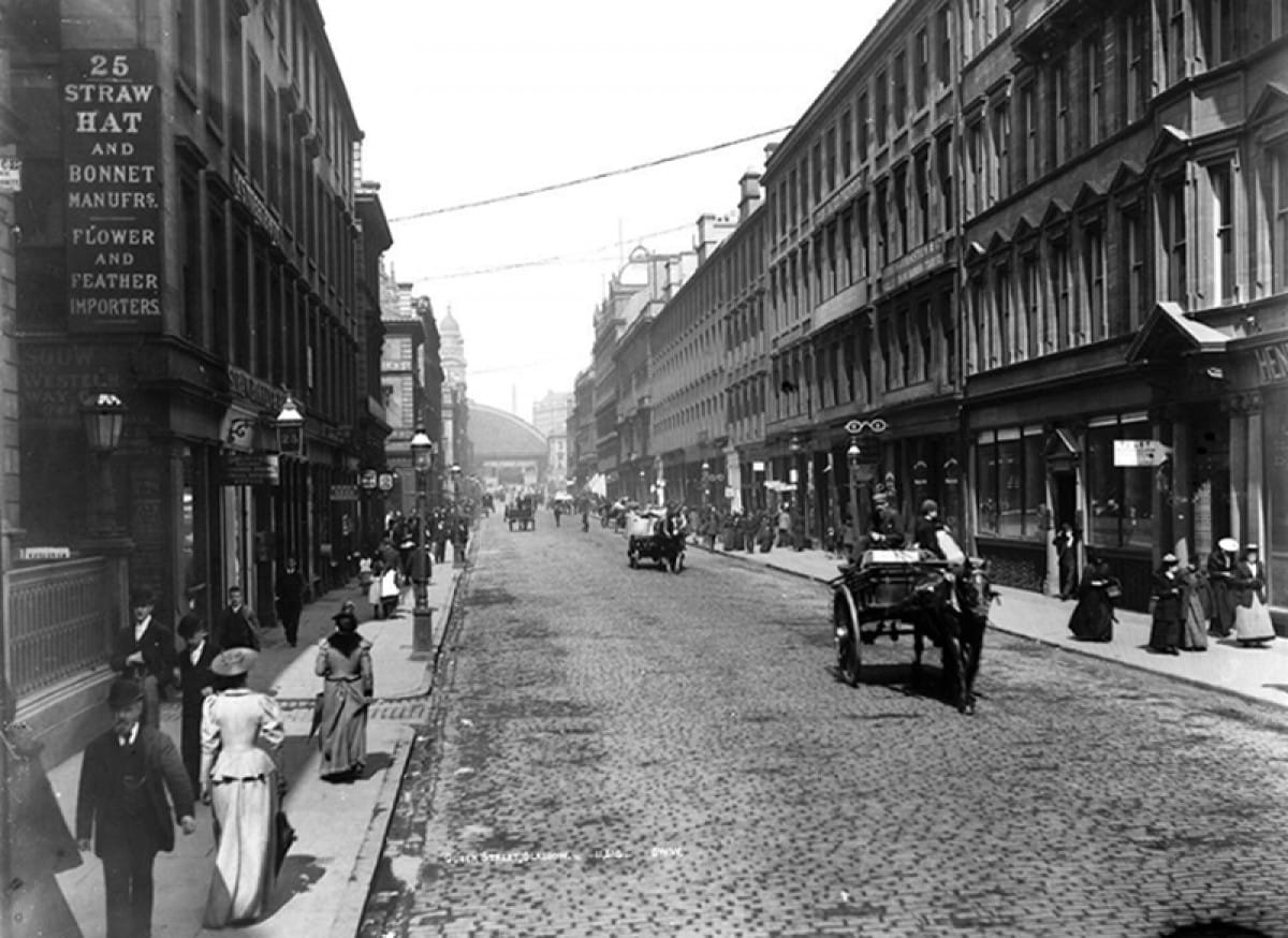 Know your station! (Queen Street in 1898 (George Washington Wilson))