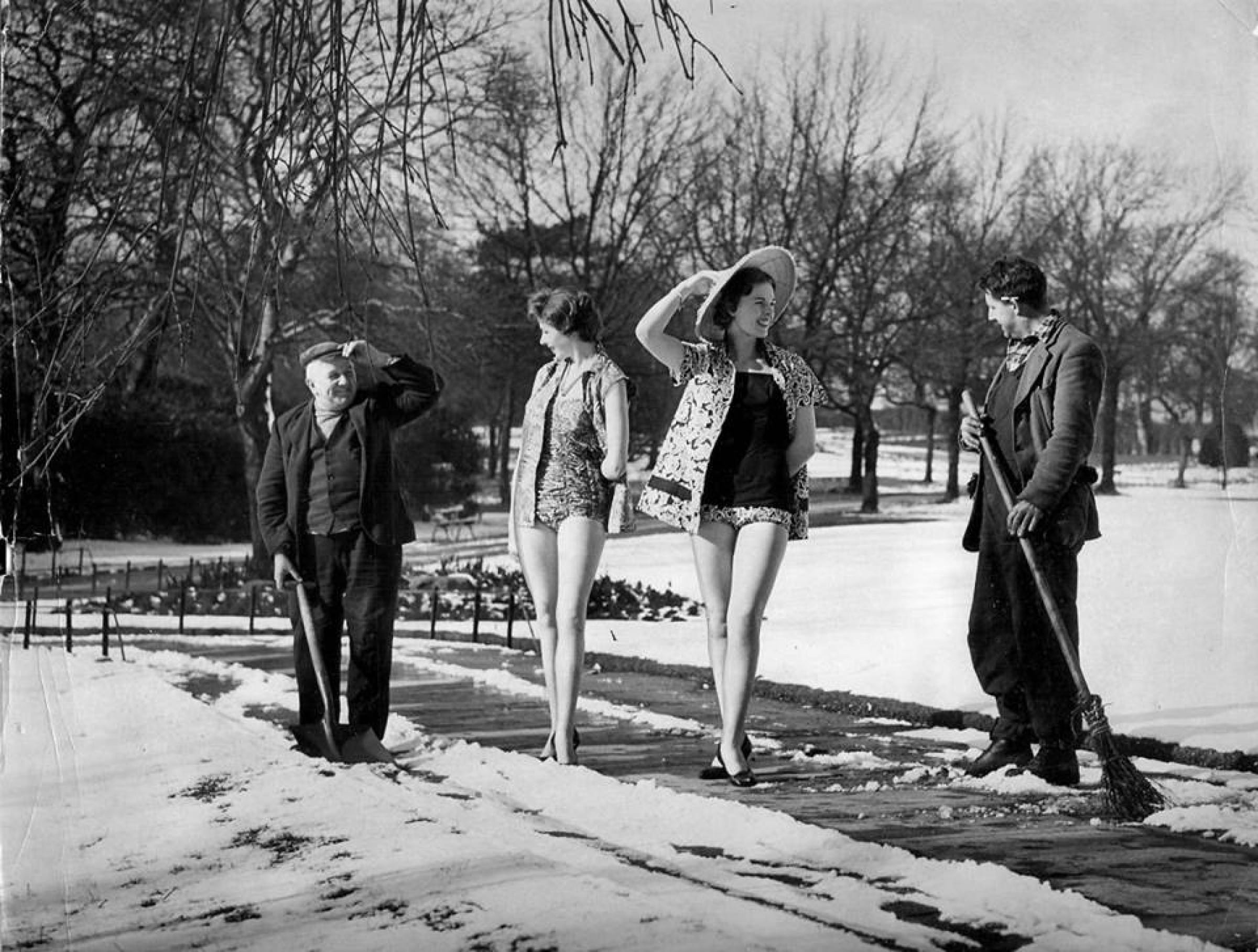 Cold front, warm welcome (Models and parkies, Botanic Gardens, 1958 (Newsquest Media Group))