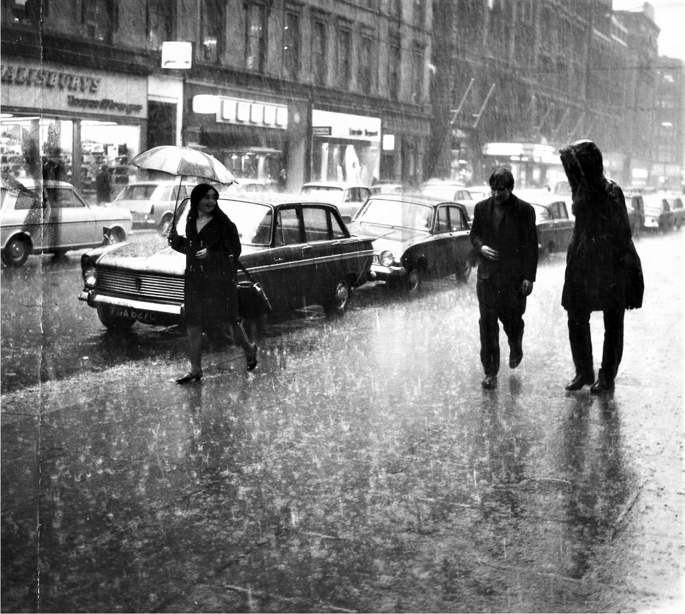 Minging in the rain! (Buchanan Street, 1966 (Newsquest Media Group))