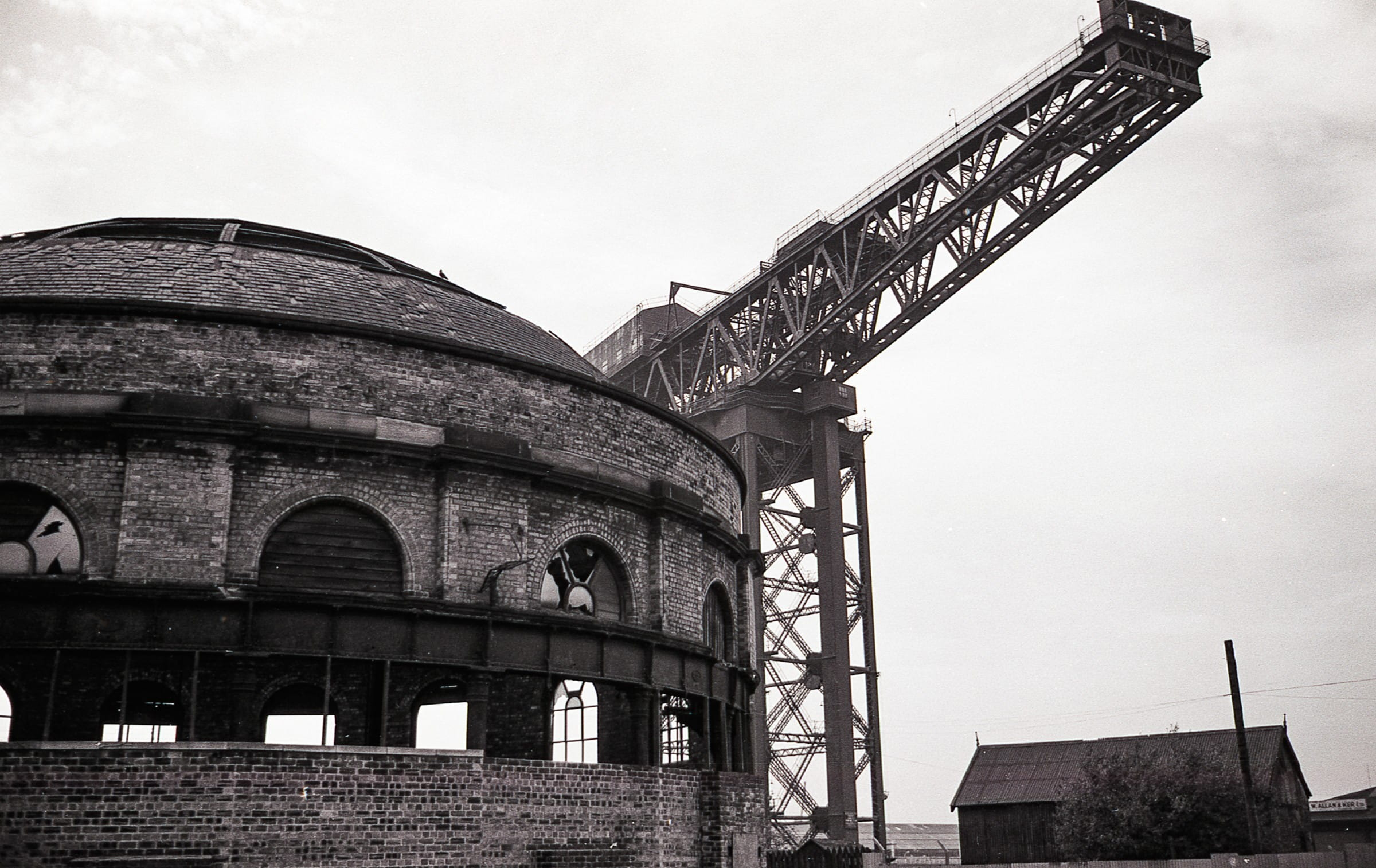 Boom and bust (The North Rotunda and the Finnieston Crane)