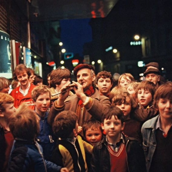 Glasgow's Pied Piper (William 'Scotty' McLean gathers a crowd outside the Odeon, in 1979 (Picture: Douglas Corrance))