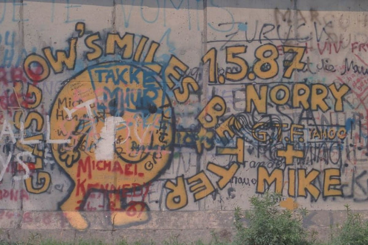 The writing's on the wall (Berlin Wall, 1987)