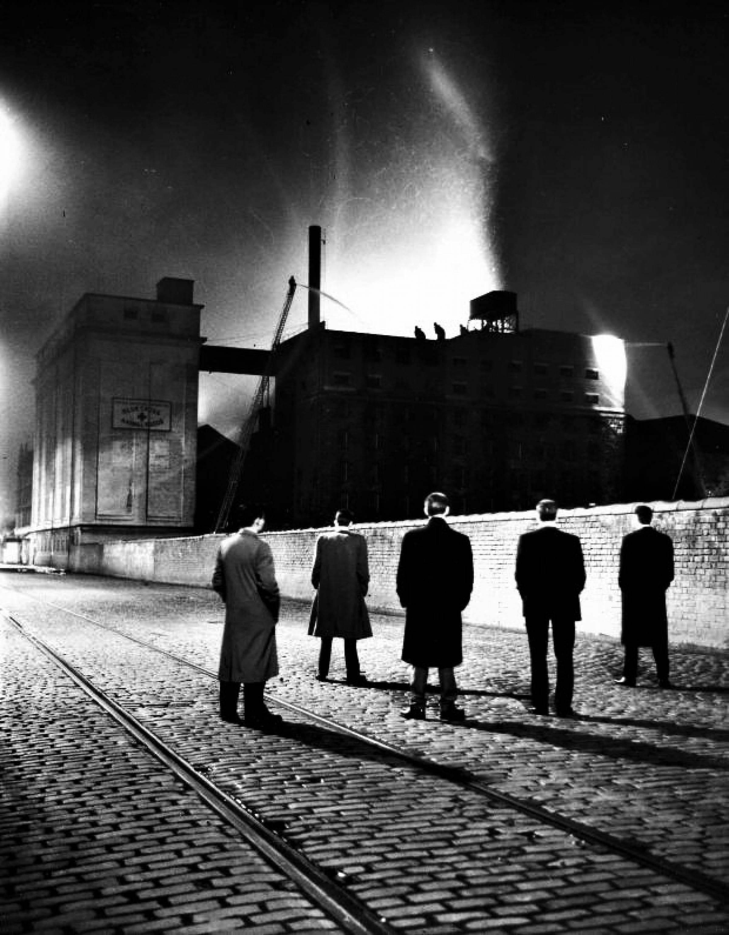 Fire and light... (Fire at the Riverside Mills, Shearer Street, 1957 (Newsquest Media Group))