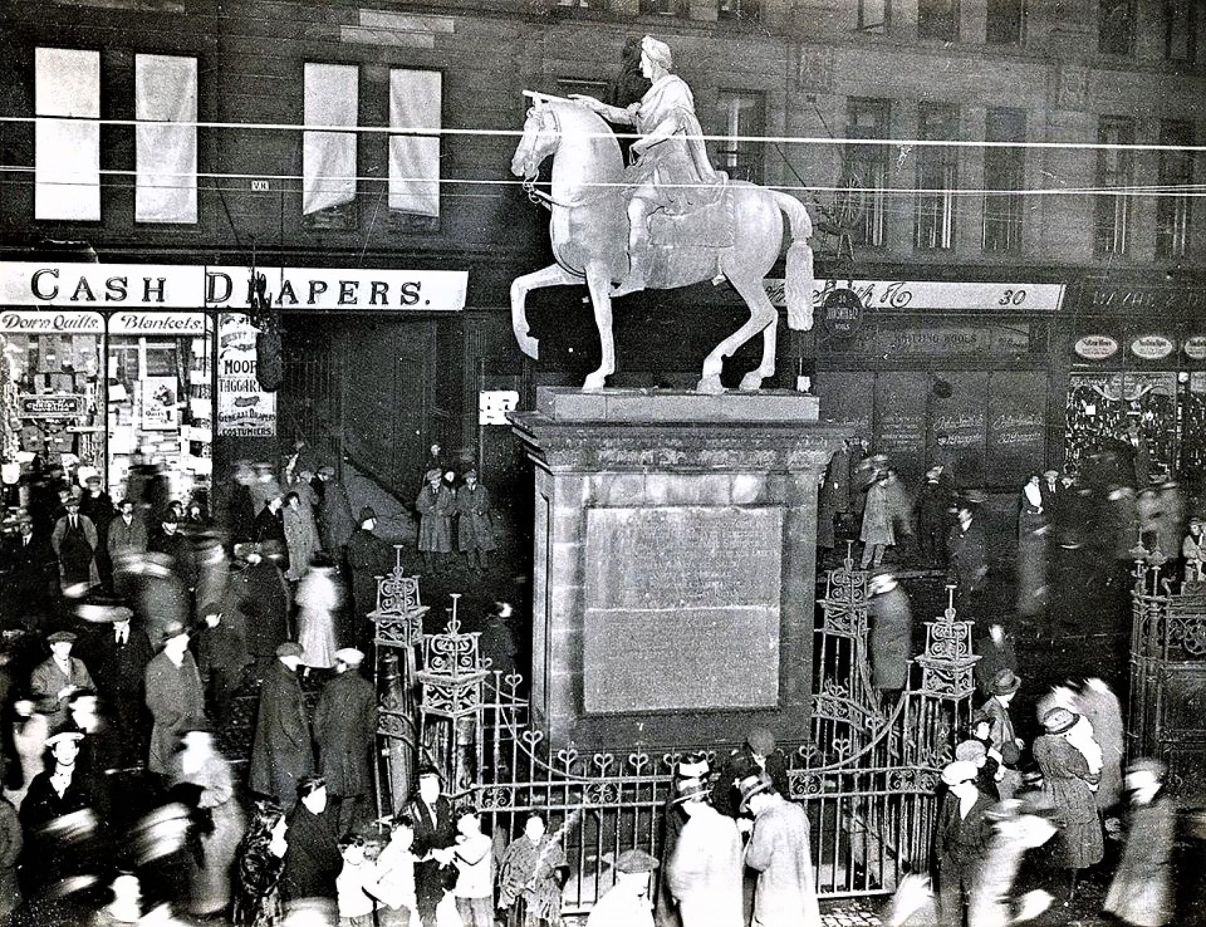 Ring out the old, and ring in the new (Glasgow Cross, Hogmanay, 1920 (Daily Record))