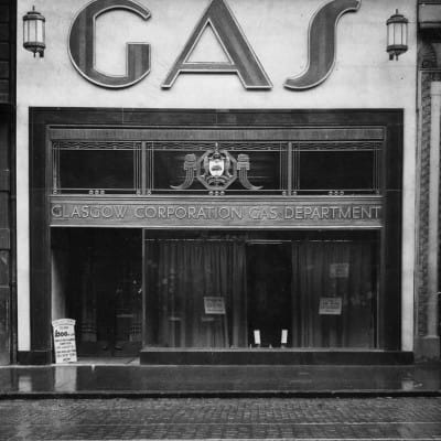 Cooking with gas in Sauchiehall Street (The Glasgow Corporation Gas Department shop in Sauchiehall Street, 1930s (Glasgow City Archives))
