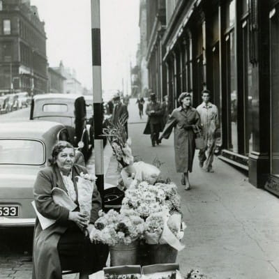Let there be love (Blooming lovely!  Bessie Swan, selling her blooms, at the corner of Hope Street and Sauchiehall Street, in 1956. (Daily Record))