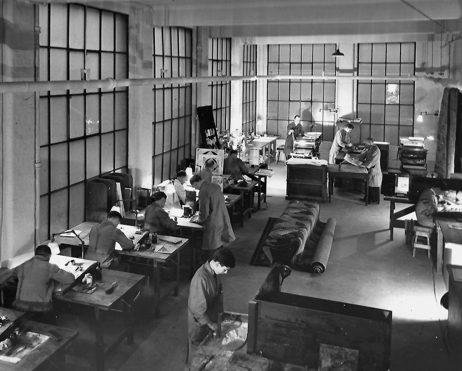 Think this might have been what passed for colour planning/assembly back in the day. The windows are masked out to stop daylight affecting things. Looks like a carpet displayed in the middle so it could just be another artwork department (?)