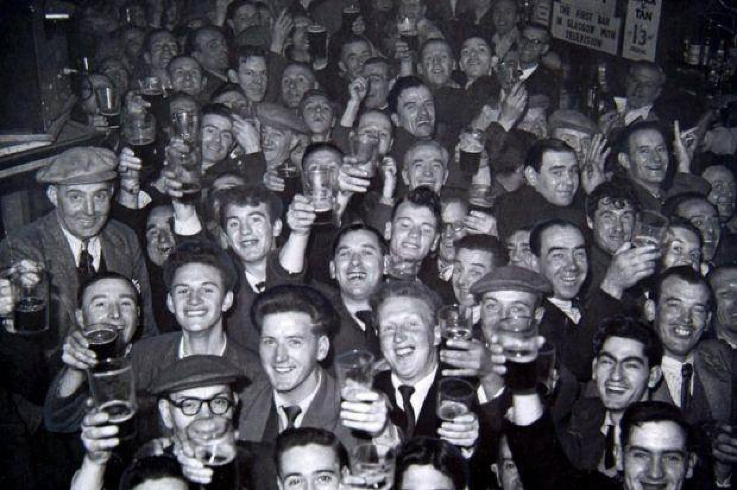 Last orders (The Manx Bar, Townhead, 1953 (Picture: Newsquest Media Group))