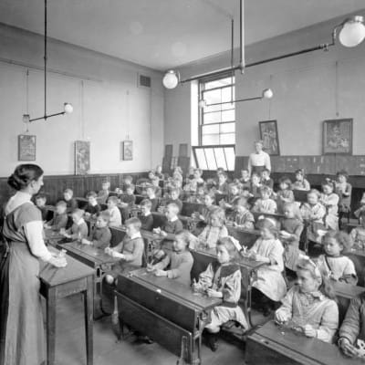 Let's get quizzical (London Road Public School, early 1900s)