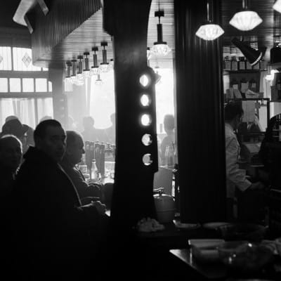 A King amongst pubs (The Griffin Bar, 1968  Picture: Oscar Marzaroli)