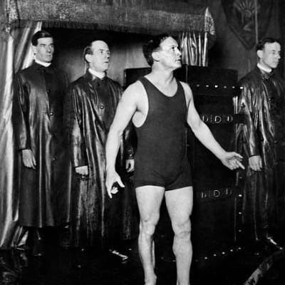 Harry where's yer troosers? (Escapologist Harry Houdini at The Pavilion, 1920 (Newsquest Media Group))