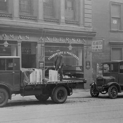 The iceman cometh (Thomas Anderson's, West Nile Street, 1920s)