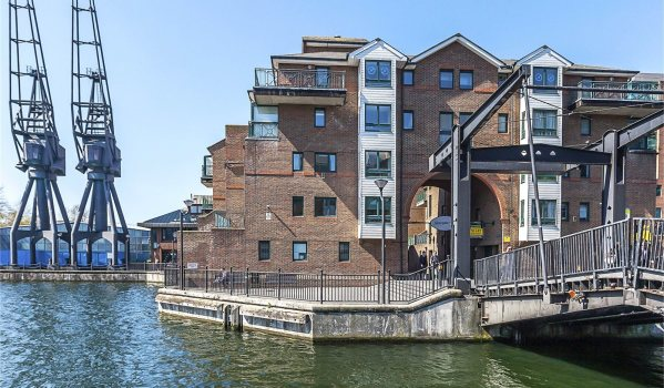 Two-bedroom flat on the Isle of Dogs