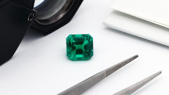 emerald birthstone jewellery