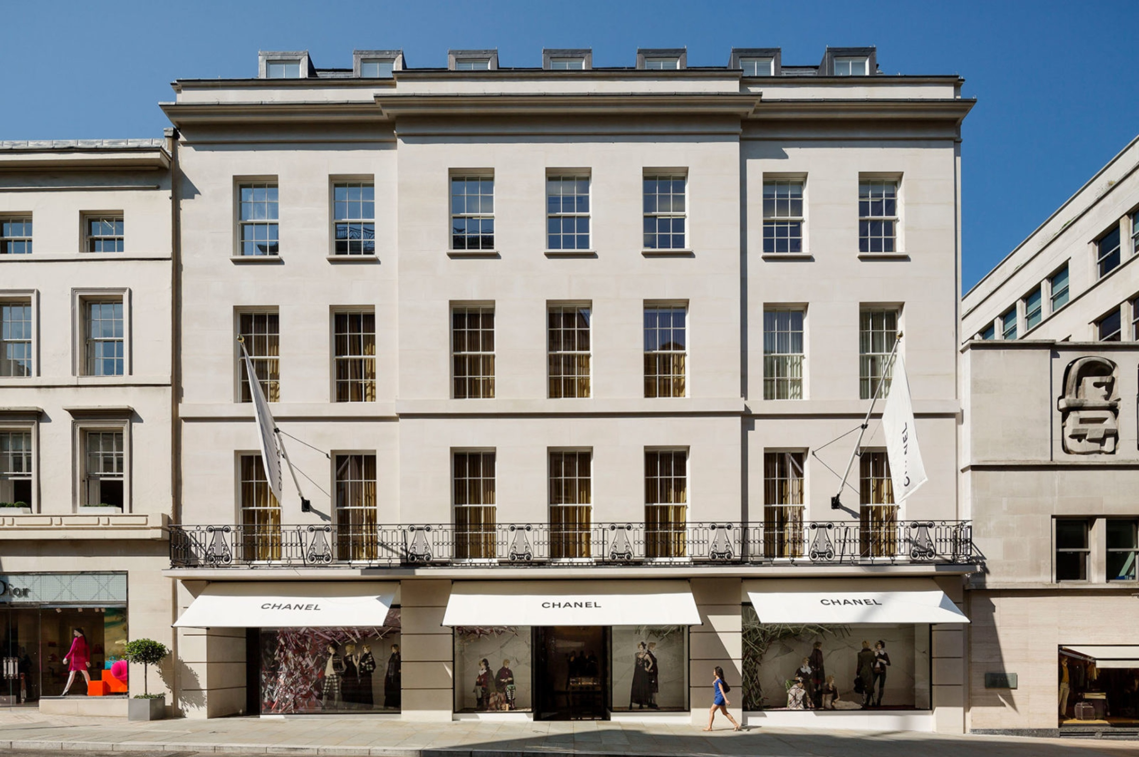 Chanel buys bond street boutique