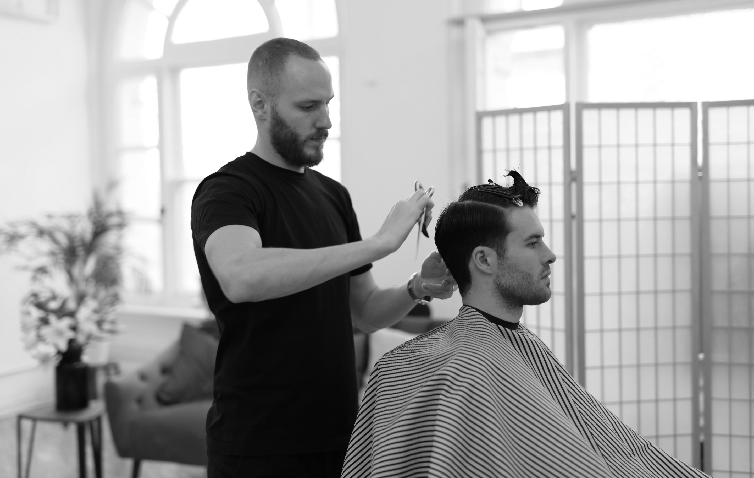 how to cut men's hair at home 01