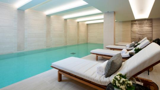 london properties with swimming pools