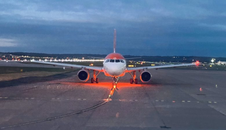 Easyjet A230 at London Gatwick Airport