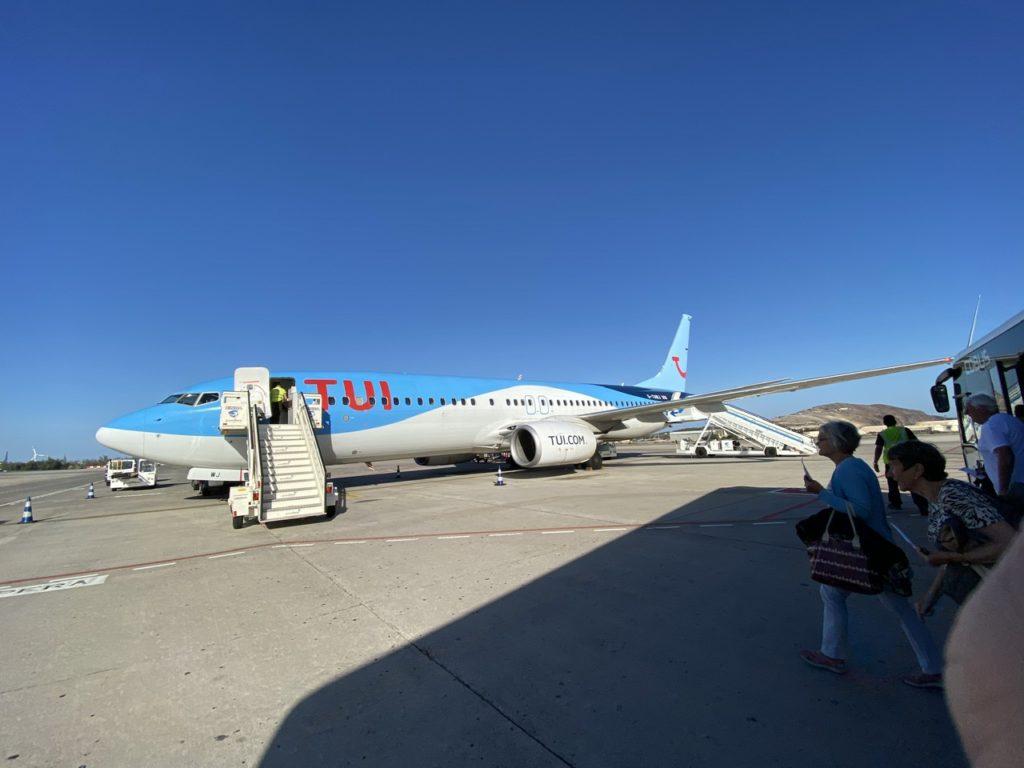 Bus arriving at Tui 737 at Las Palmas de Gran Canaria