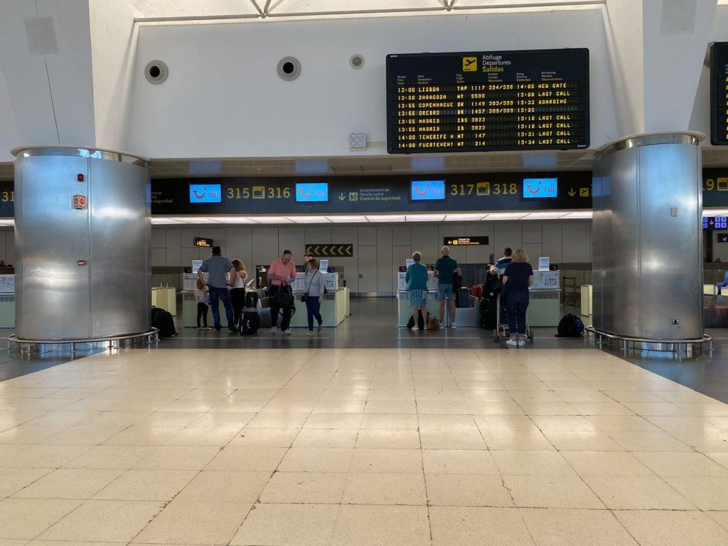 Tui check-in at Las Palmas de Gran Canaria
