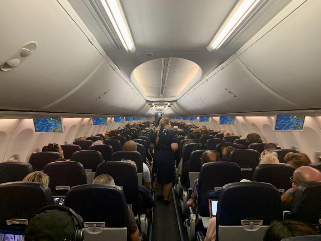 TUI 737-800 cabin