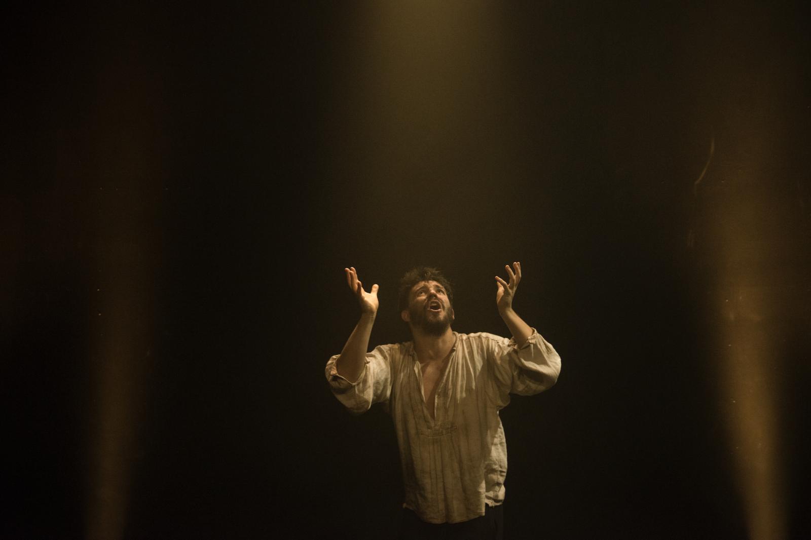 Julian Spooner in Mistero Buffo (5)