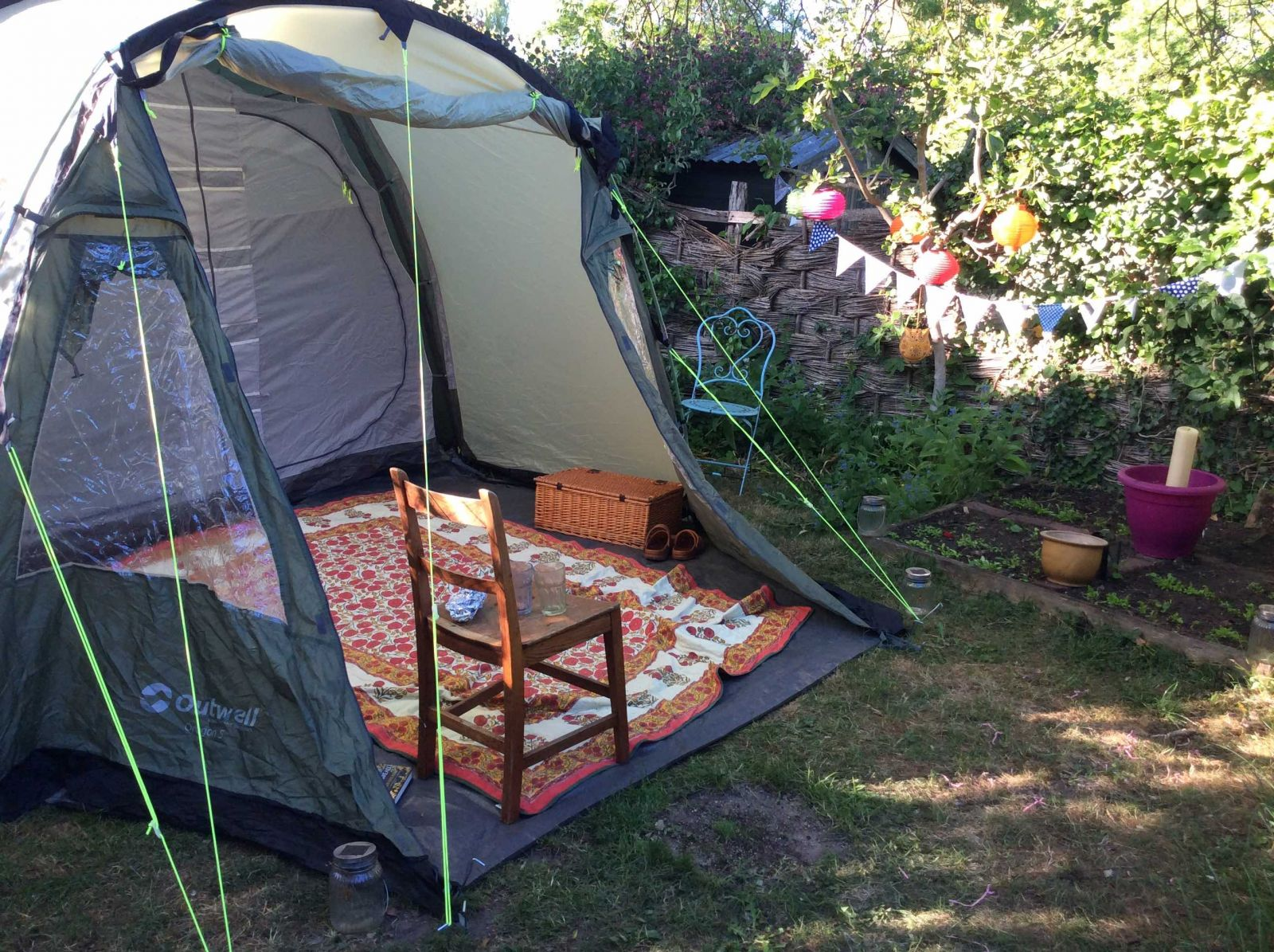 Home holiday - camping trip in the garden