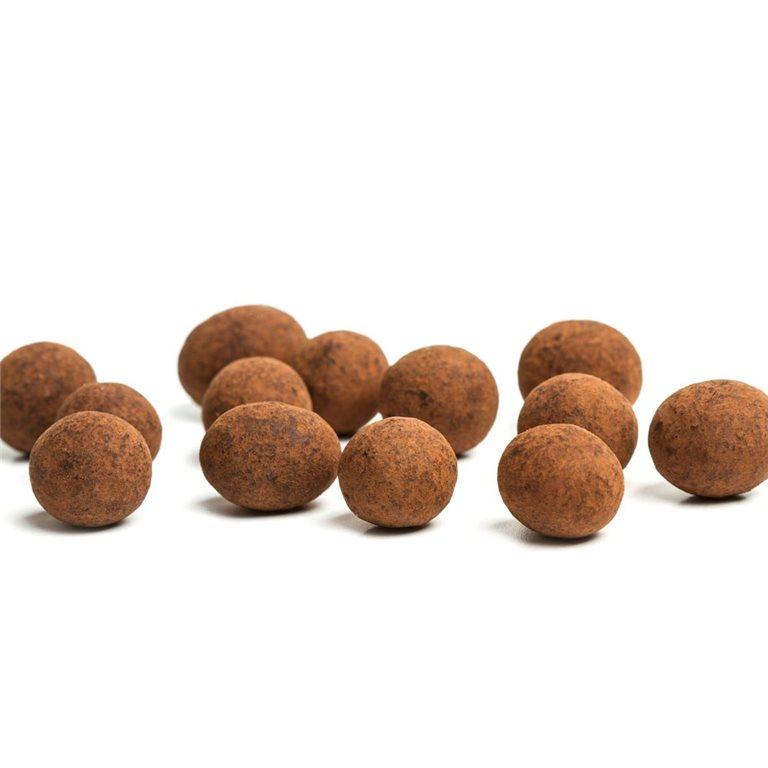 Avellanas bañadas en tres chocolates recubiertas de cacao