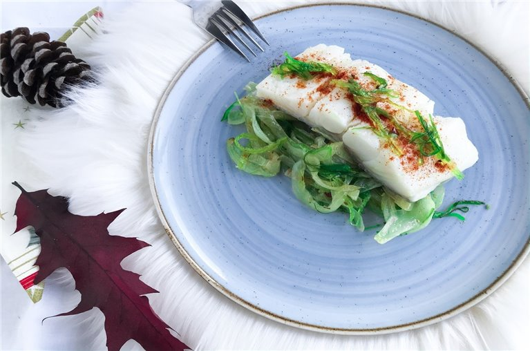 Bacalao con wakame y cebolla confitada
