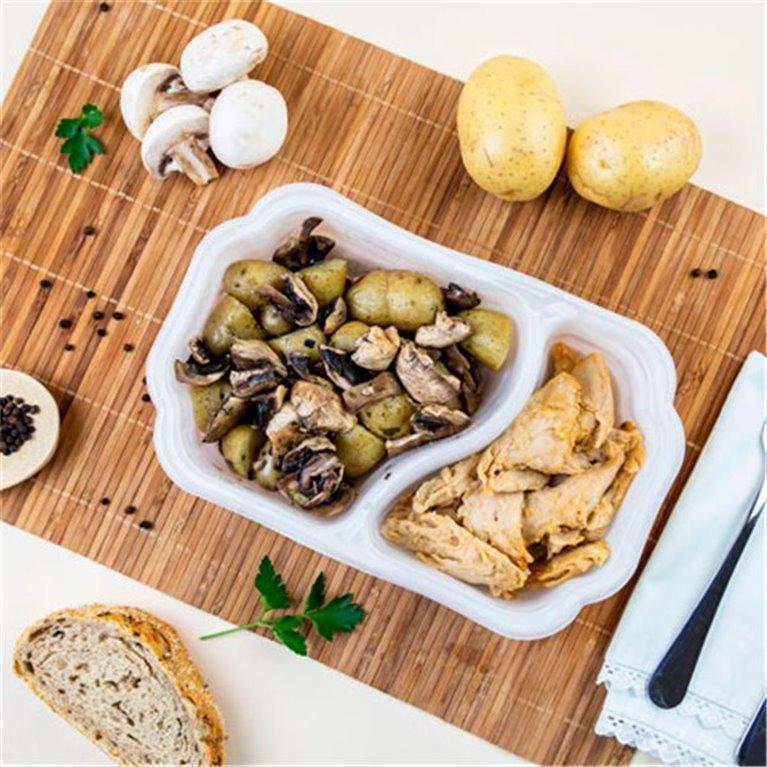 Bocados de pollo HEURA 100% vegetal con patata asada y champiñones