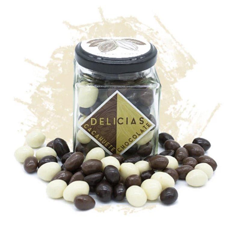 Cacahuetes bañados en tres chocolates (tarro cristal 85gr.)