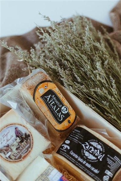 Caja de quesos y besos