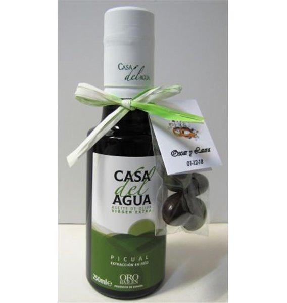 Casa del Agua. botella 250 ml más aceitunas bombon