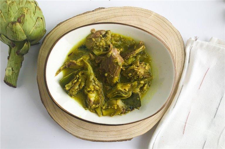 Cordero con alcachofas y quinoa al romero