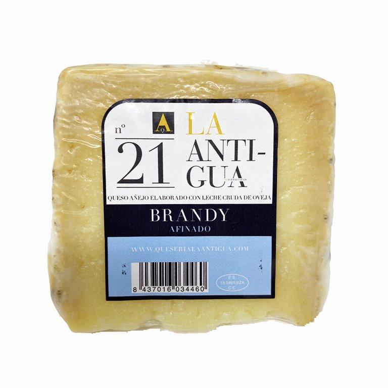 Cuña de queso añejo con manteca al Brandy afinado La Antigua