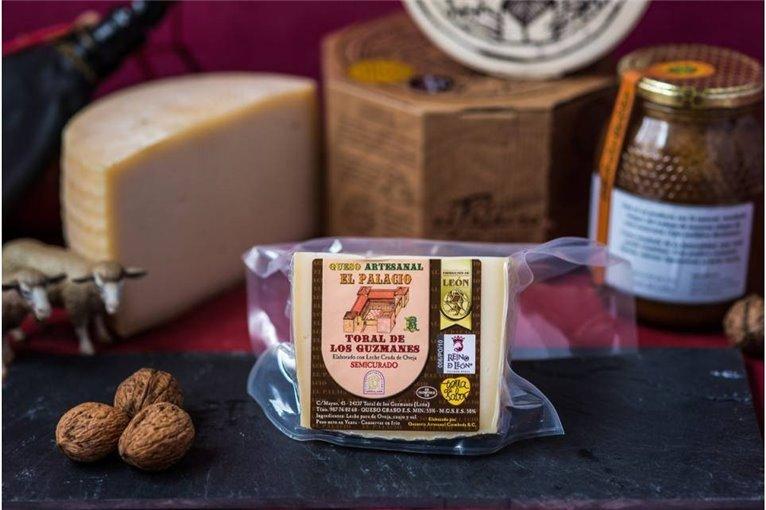 cuña de queso Semicurado artesanal 300 gr (aprox.) EL PALACIO