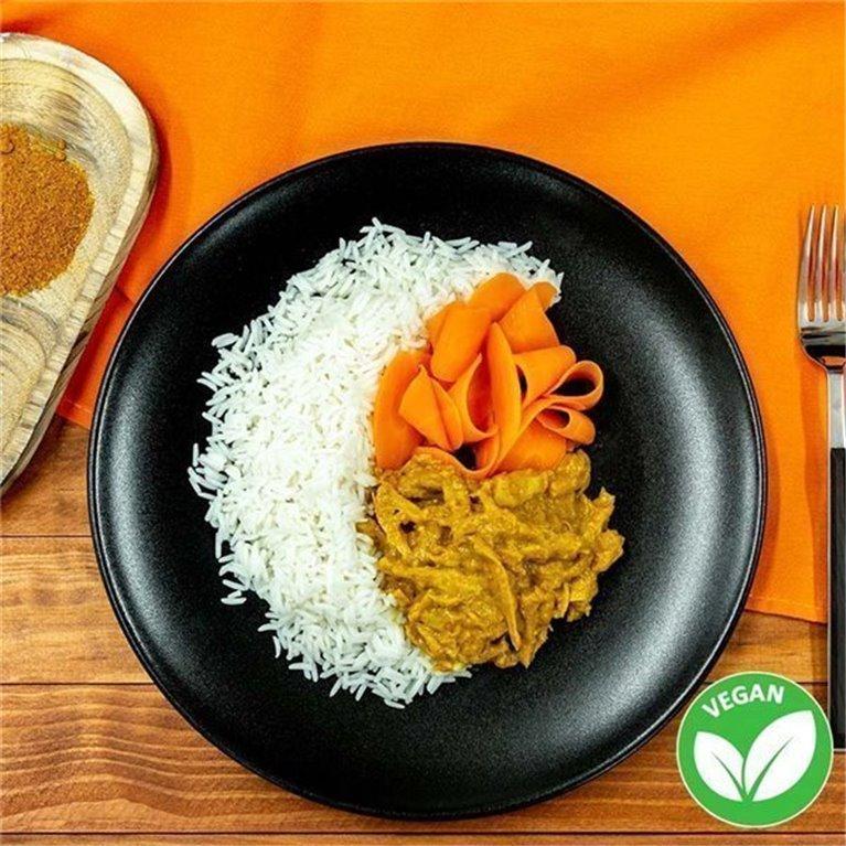 Curry de Heura con basmati y zanahorias asadas