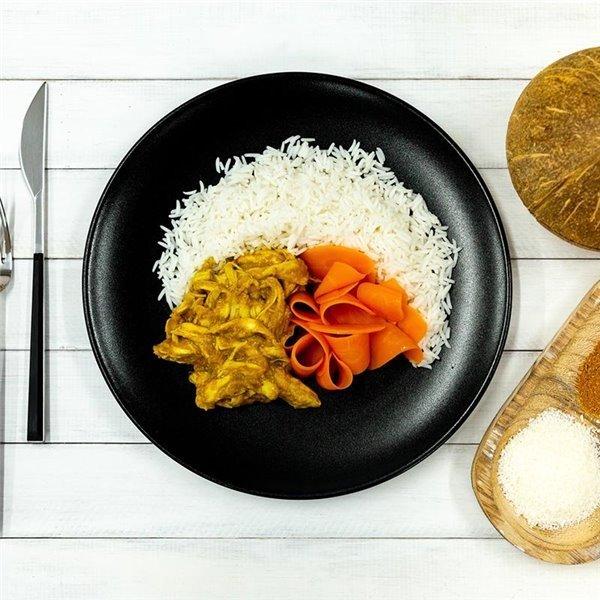 Curry de pollo con basmati y zanahorias asadas