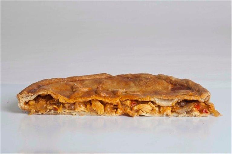 Empanada Gallega de Pollo con Champiñones y Pasas