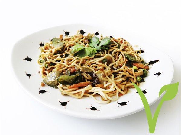 Fideos orientales con soja y verduras