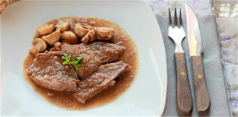 Filetes de aguja de ternera en salsa