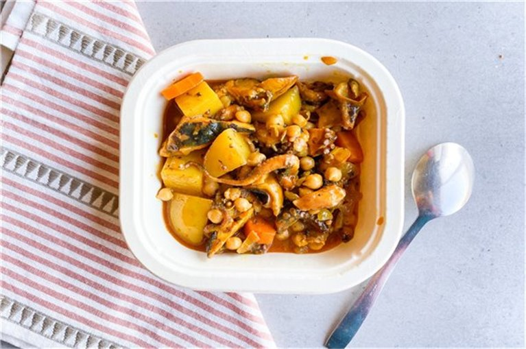 Chickpeas with octopus and potatoes