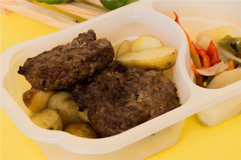 Hamburguesas de ternera con patatas y verduras (G4)