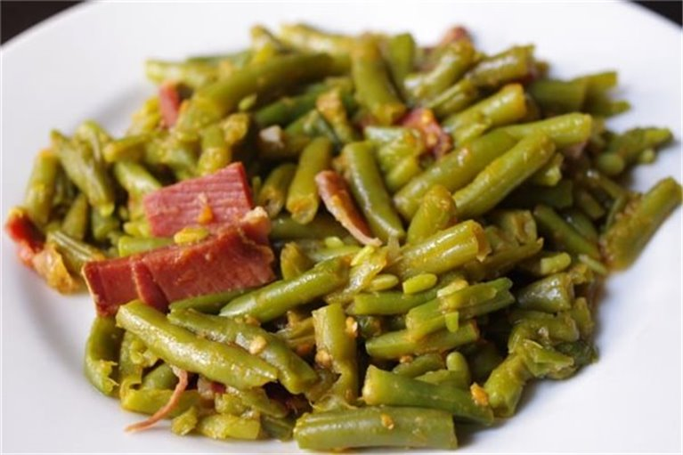 Judías verdes, salteadas con lascas de jamón ibérico