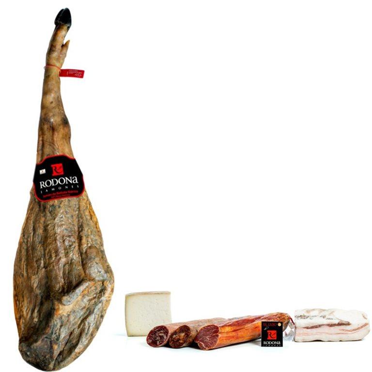 Lot Acorn-fed Iberian Ham 50% Iberian breed and sausages Sierra Nevada