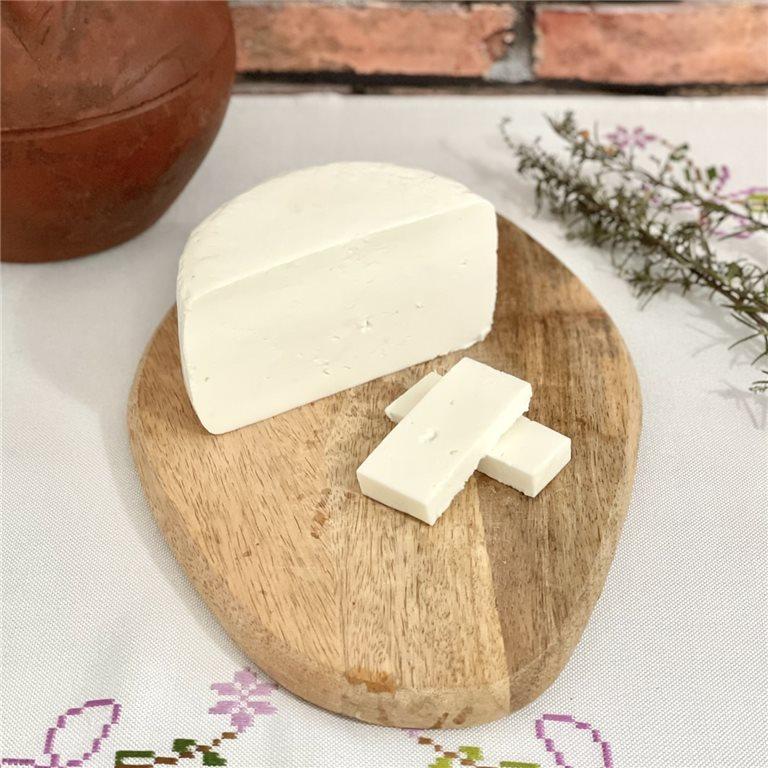 Medio queso de cabra semicurado natural Alvarea Cabrero