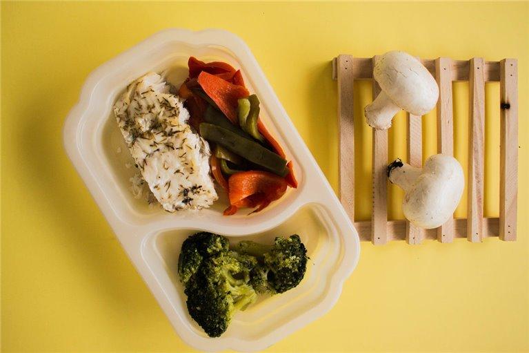 Merluza con brócoli y verduras (L2)