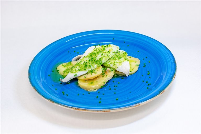 Merluza en salsa verde con patata panadera, 1 ud