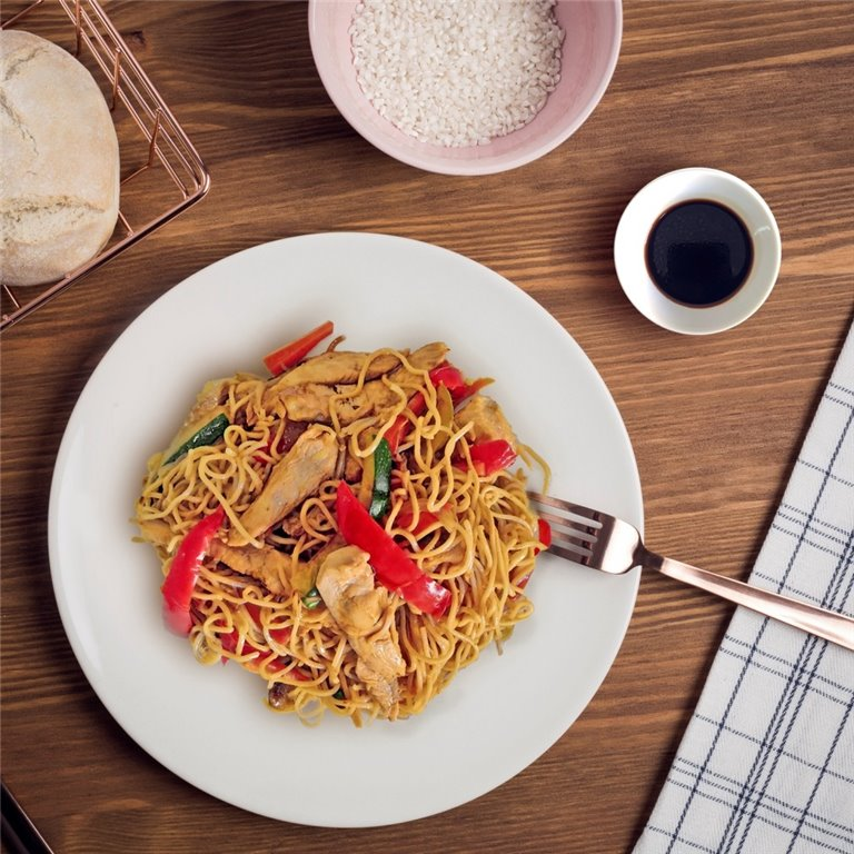 Chicken and vegetable wok noodles
