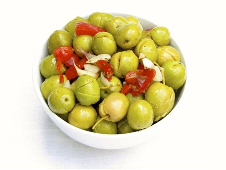 Ojitos (Aceitunas, pimiento, boquerón y cebollita)
